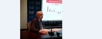 Consumidor brasileiro está menos pessimista, diz economista da ACSP, em palestra no 29º Backstage do Varejo